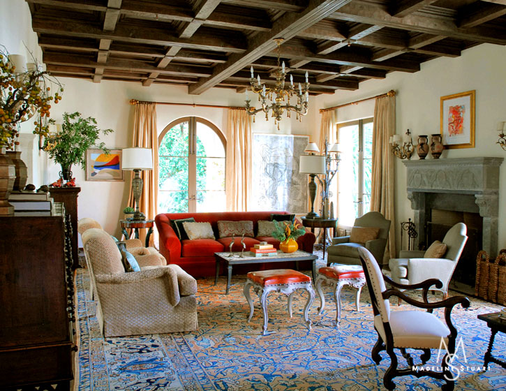 Day 11 spanish colonial interiors decor to adore for Colonial living room decorating ideas
