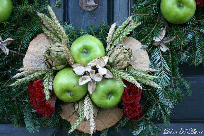 Colonial Williamsburg wreath closeup
