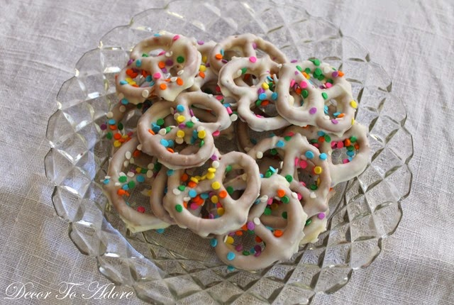 Easter dipped pretzels