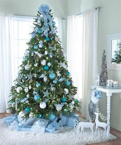 Beautiful Christmas tree decorating inspiration to bring out the magic of the holidays in your home.: