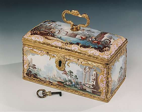 A RARE GEORGE III FITTED ENAMEL TEA CASKET Circa: 1770: