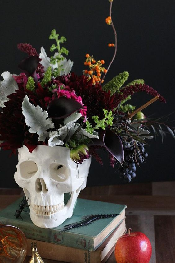 Save this for a festive DIY skull vase, perfect for this Halloween season.: