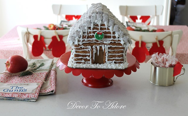 Gingerbread Log Cabin 107