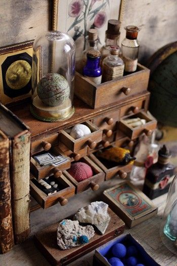 Read all about Curio Cabinets just like this one at the Calico Blog! https://www.calicocorners.com/seeblog.aspx: