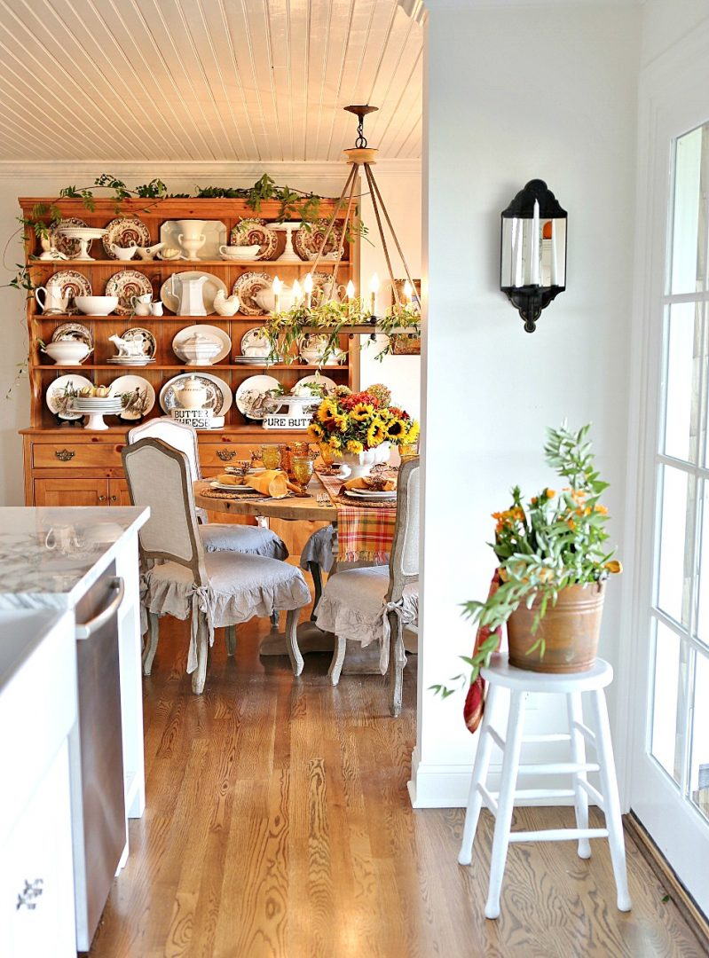 Stunning Thanksgiving Vignette and tablesetting