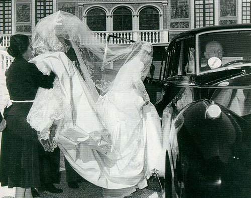 Grace Kelly wedding dress train