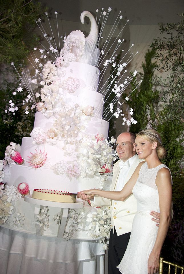 Prince Albert and Princess Charlene cut their wedding cake at the Gala Dinner