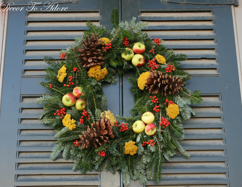 the holiday wreaths of colonial williamsburg