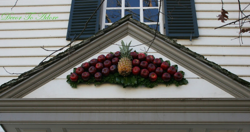 pediment wreath