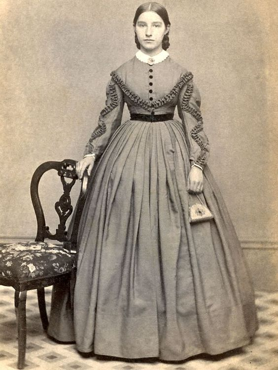 Dress and small reticule. Clearly-defined ruched or pleated trim.