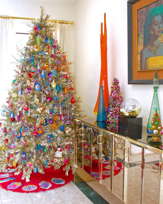DIY+Network+has+instructions+on+how+to+make+an+easy+retro-style+Christmas+tree