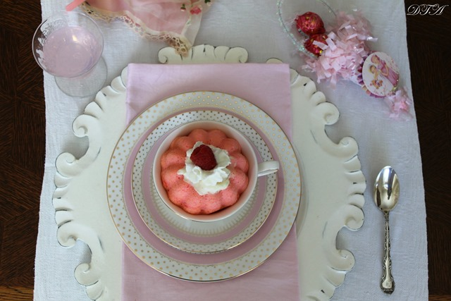 LIW Town Party teacup cake