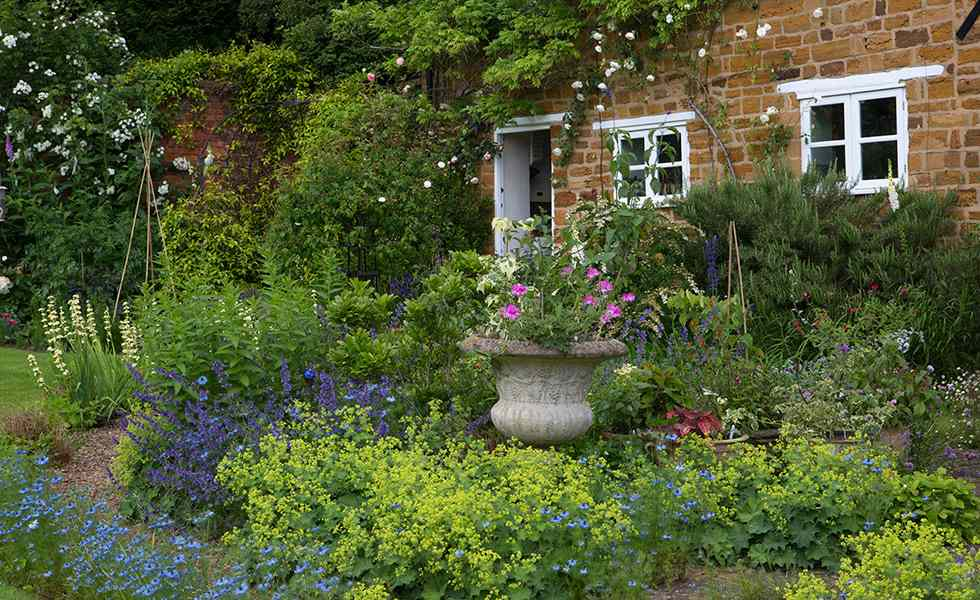 A Love Of English Gardens - Decor to Adore